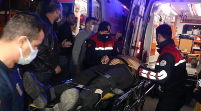 Adanada ticari araç ile minibüs çarpıştı: 4 yaralı