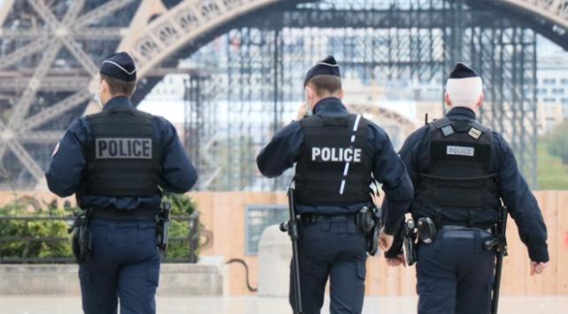 Fransadaki ırkçı şiddet uygulayan polisler gözaltında