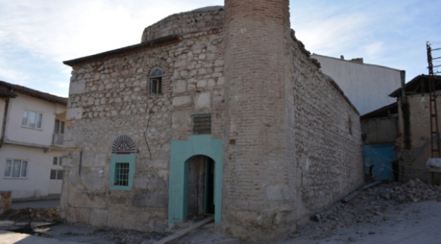 500 yıllık camide Roma dönemine ait taşlar çıktı