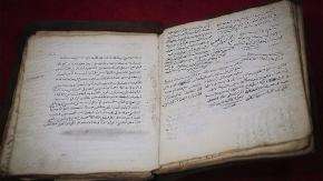 Bosna Hersek'teki mütevazı kütüphane Osmanlı döneminden kalma el yazmalarını yıllardır koruyor