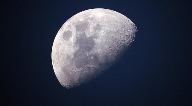 Çinin uzay aracı Ay yörüngesinde