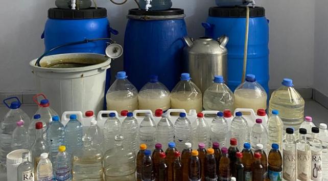 İzmirde kaçak içki operasyonu: 462 litre ele geçirildi