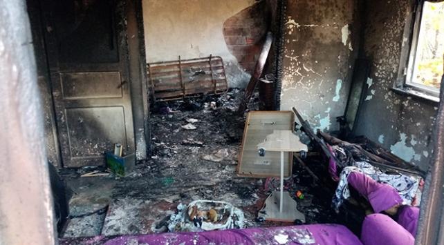 Düzcede yangın: İki katlı ev kullanılamaz hale geldi