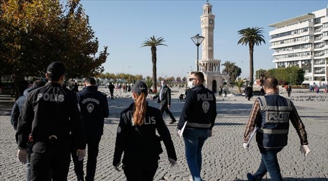 İzmirde kısıtlamayı ihlal edenlere 1,3 milyon lira ceza kesildi