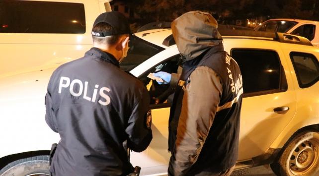 Karabükte sokağa çıkma kısıtlamasına uymayan 2 kişiye ceza