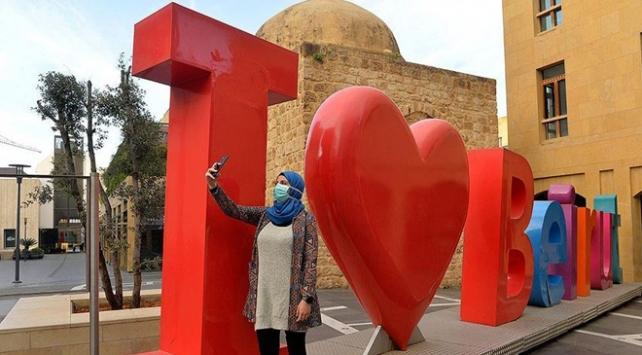 Lübnan koronavirüs karantinasını hafifletiyor