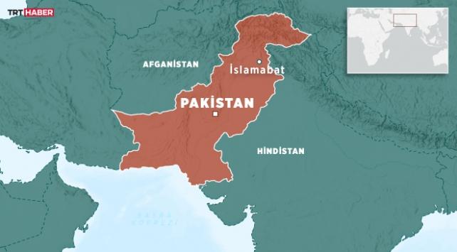 Pakistanda otobüs ile kamyon çarpıştı: 13 ölü