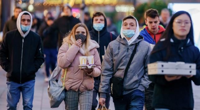 Hollandada kapalı alanlarda maske takma zorunluluğu