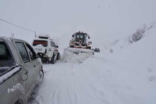 Tuncelide kar ve tipi nedeniyle 58 köy yolu ulaşıma kapandı