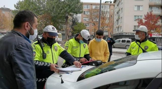 Yayalara yol vermeyen sürücülere 24 bin liraya yakın ceza verildi