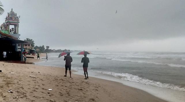 Sri Lankada kasırga tehlikesi: On binlerce kişi tahliye edildi