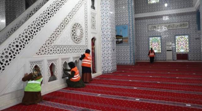 Iğdırdaki camilerde COVID-19 temizliği