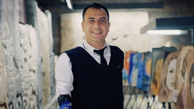 Engelleri aşan ressam Akgün'ün ilham veren başarı hikayesi