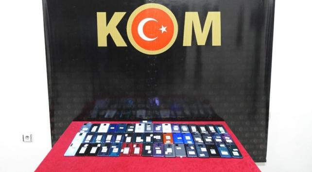 Gaziantepte gümrük kaçağı 49 cep telefonu ele geçirildi