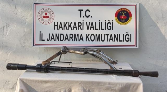 Hakkaride PKKya ait patlayıcı ve mühimmat ele geçirildi