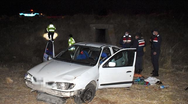 Aksarayda otomobil şarampole devrildi: 1 ölü, 4 yaralı
