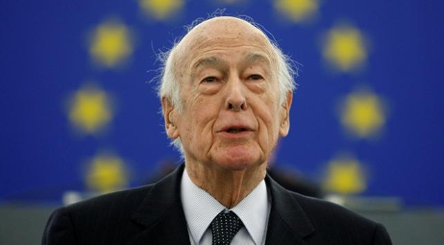 Eski Fransa Cumhurbaşkanı d'Estaing COVID-19 sebebiyle yaşamını yitirdi