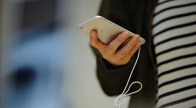 Eski telefon modellerini yavaşlatan Applea bir dava daha