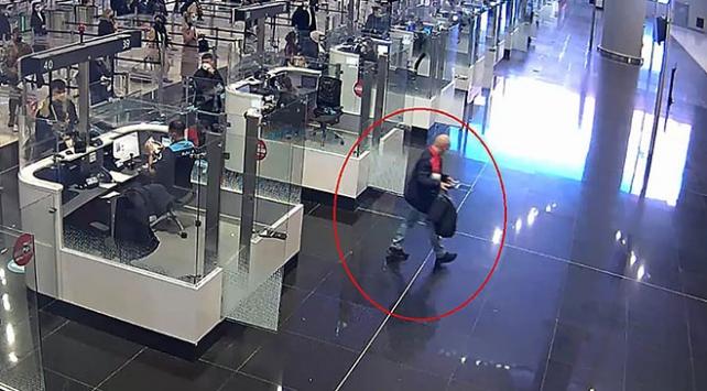 İstanbul Havalimanında sahte pasaport kullanan kişi yakalandı