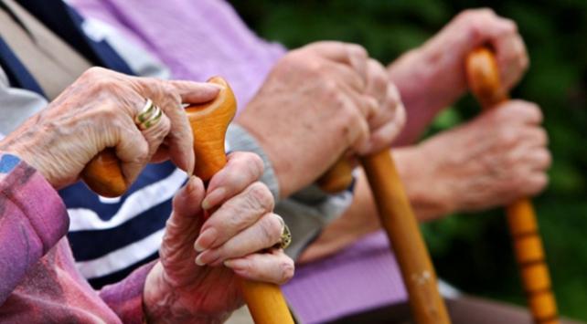 Belçikada aşı için öncelik bakımevlerindeki yaşlılarda