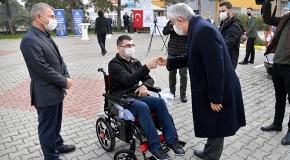 Isparta'da 100 engelli vatandaşa akülü sandalye hediye edildi