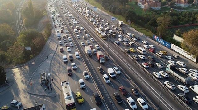 Hafta sonu sokağa çıkma kısıtlaması öncesi İstanbulda trafik yoğunluğu... 4 Aralık 2020 İstanbul trafik durumu...