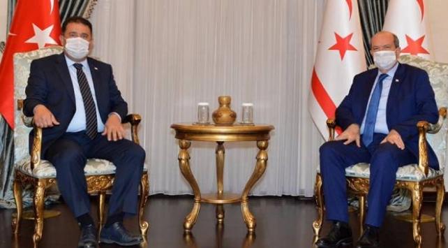 KKTC Cumhurbaşkanı Tatar siyasi parti liderleriyle görüştü