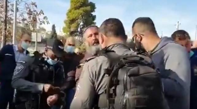 Fanatik Yahudi kiliseye saldırdı