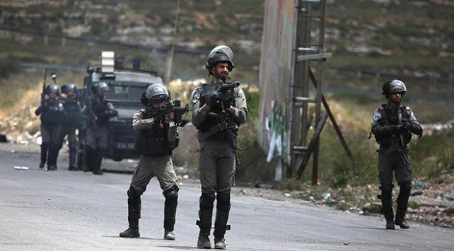 İsrail güçlerinin yaraladığı Filistinli şehit oldu
