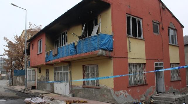 Ağrıda yangın faciası: Baba ve iki çocuğu hayatını kaybetti