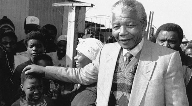 Irk ayrımına karşı mücadelenin simge ismi Mandela ölümünün 7nci yılında anılıyor