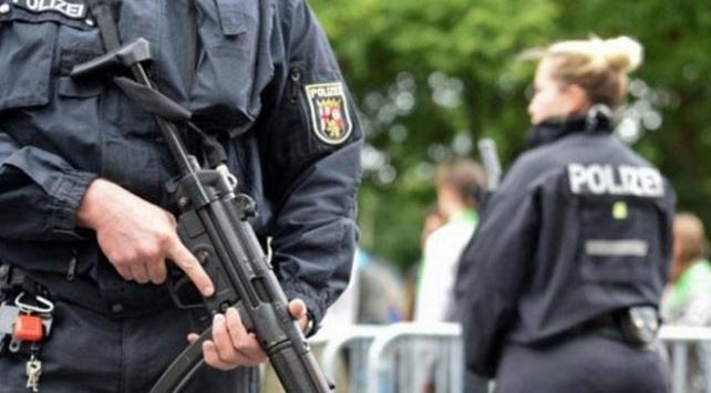 İtalyan savunma şirketinden hassas bilgileri çalan 2 kişi gözaltına alındı