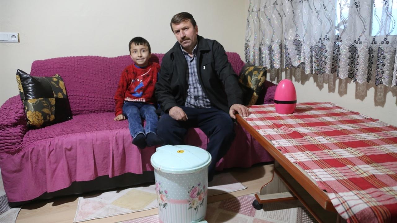 Korgan ilçesine bağlı Tağlı Tepealan Mahallesi`nde yaşayan 4 çocuk babası Ağcık, 2017`de ailesinin isteği üzerine 30 yıl içtiği sigarayı bıraktı.