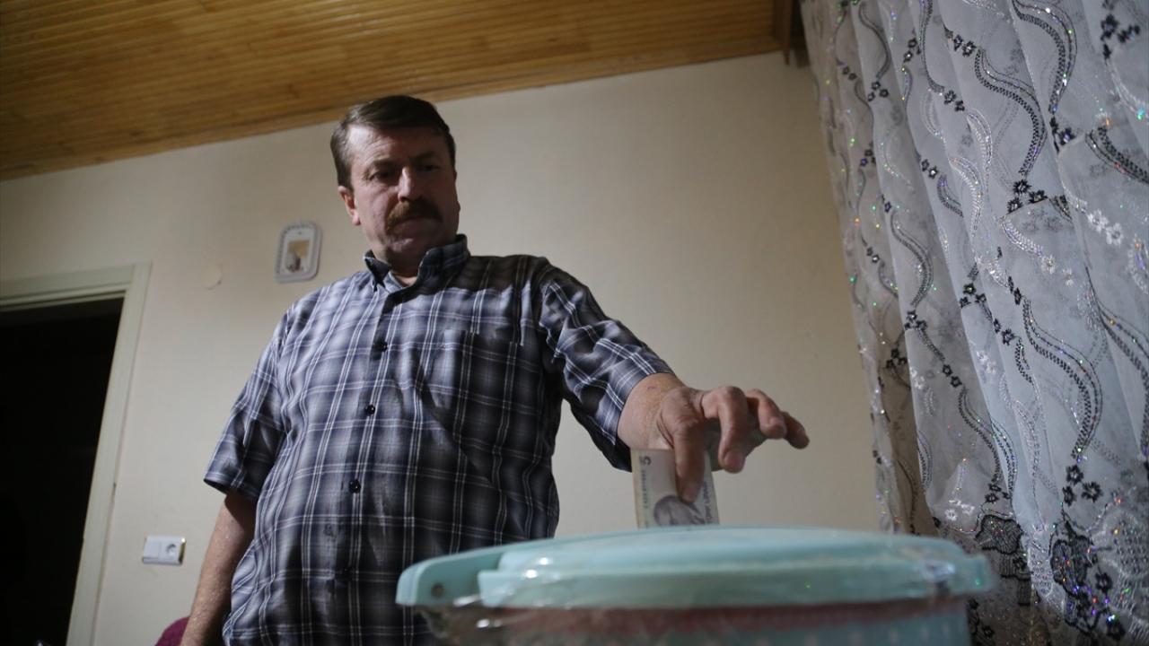 Kovaya her gün bir miktar para atan Ağcık, 3 yılda 10 bin lirayı aşkın para biriktirdi.