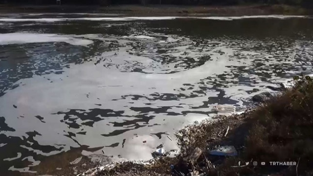 Bartın Irmağı'nda oluşan köpük paniğe neden oldu