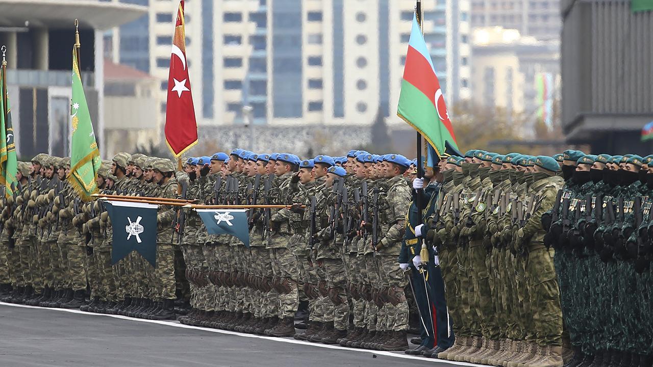 Azerbaycanda Zafer Geçidi Töreni düzenlendi