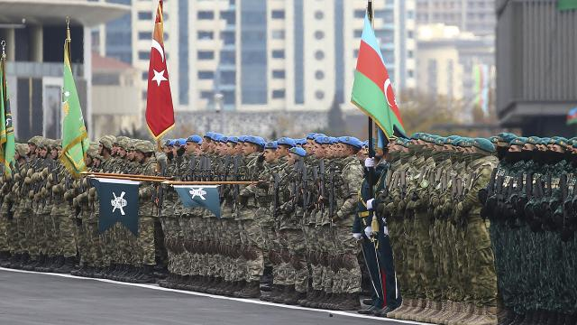 Azerbaycan'ın gurur günü: 44 günde gelen zafer kutlandı