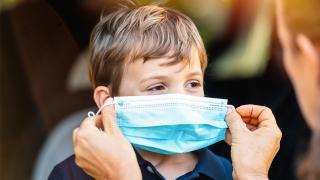 Çocuklarda mutasyonla koronavirüsün belirtileri görülüyor