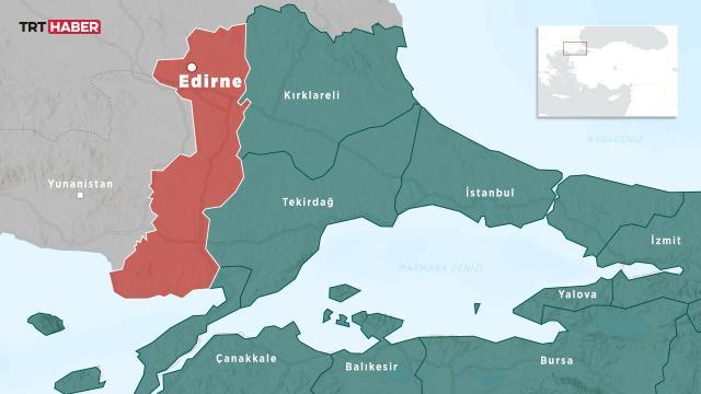 Edirnede bir tırda 8 bin 910 kaçak eşya ele geçirildi