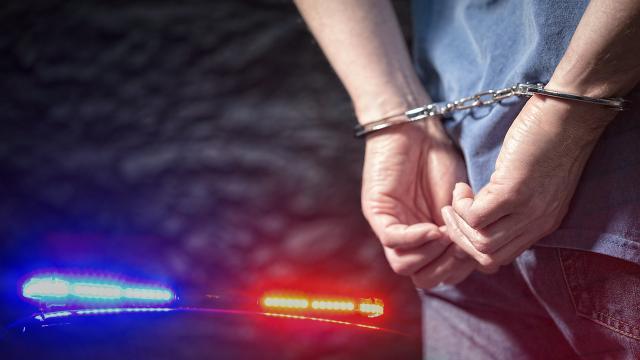 Adanada uyuşturucu operasyonunda yakalanan 5 şüpheliden 3ü tutuklandı