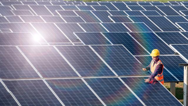 Elektrik üretiminin yarıya yakını yenilenebilir enerjiden