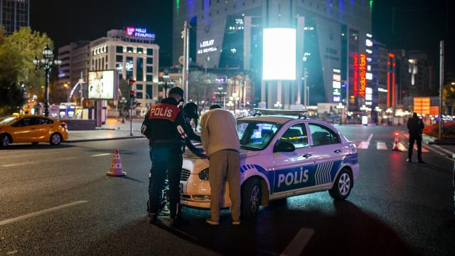 Ankarada kısıtlamayı ihlal eden 1405 kişiye para cezası uygulandı