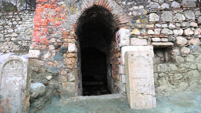 Amasyada arkeolojik kazıda mezar taşı bulundu