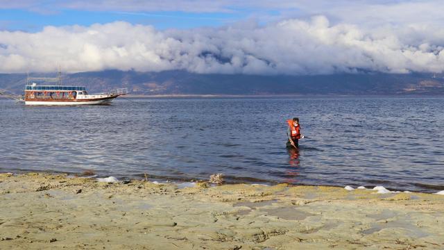 Burdur Gölünden gaz çıkışı iddiaları incelendi