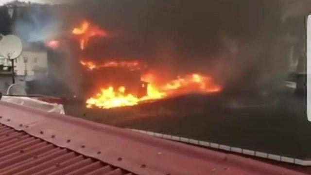 İstanbul Sarıyerde çatı yangını