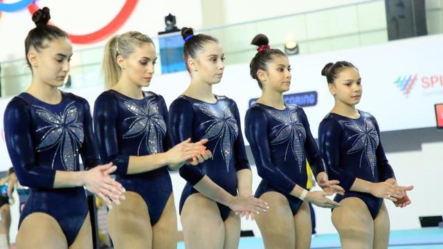 Kadın cimnastikçilerin gözü madalyada