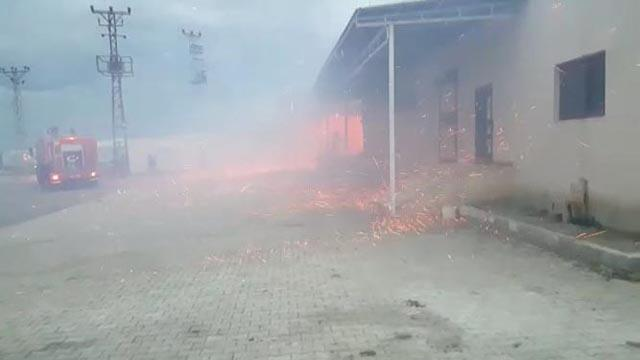 Hataydaki fabrika yangını söndürüldü