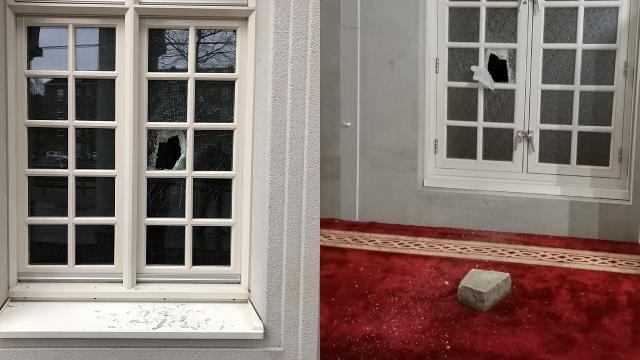 Hollandada Amsterdam Ayasofya Camiine taşlı saldırı