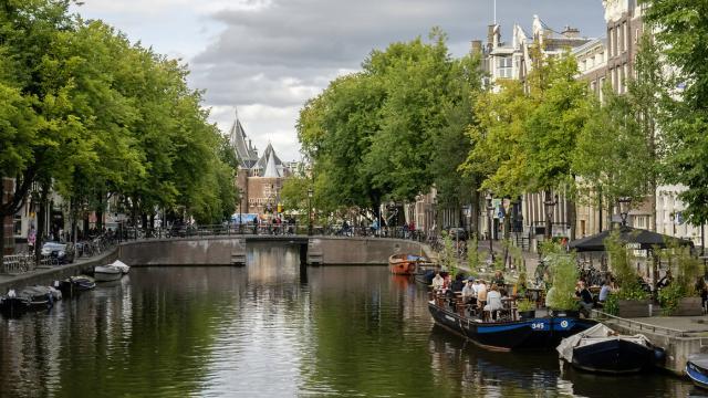 Hollandada sokağa çıkma kısıtlaması sona erdi