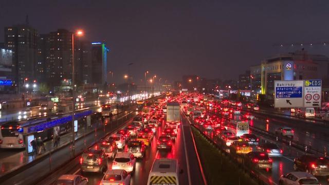 İstanbul trafiğinde yoğunluk oluştu